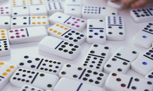Dominoes Social